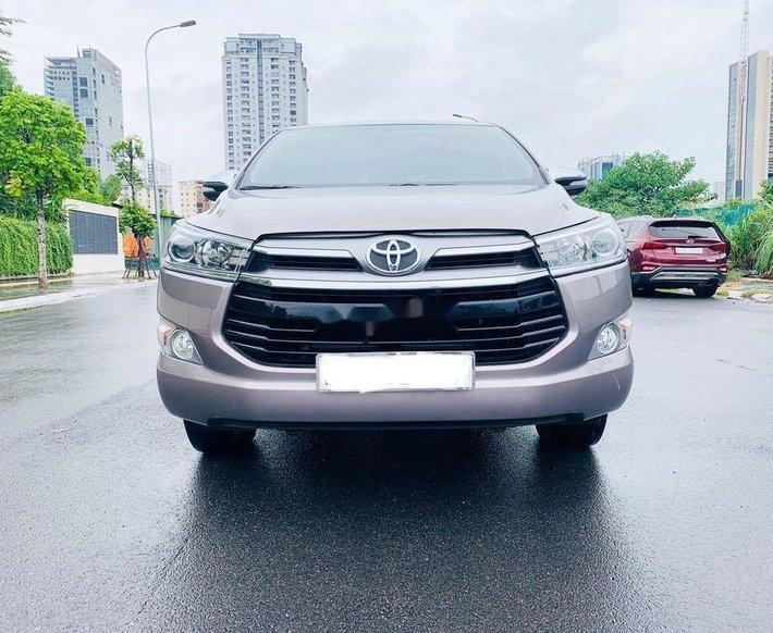 Cần bán gấp Toyota Innova sản xuất 2017, màu bạc còn mới 0