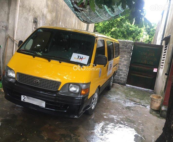 Bán Toyota Hiace sản xuất năm 2001, màu vàng, nhập khẩu nguyên chiếc0