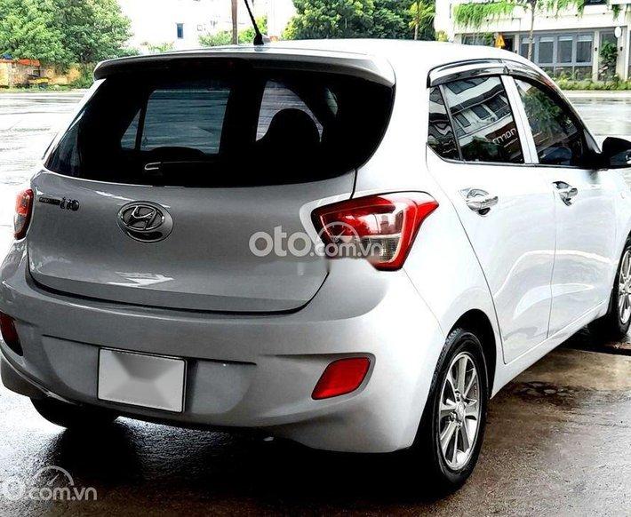 Cần bán gấp Hyundai Grand i10 đời 2017, màu bạc, nhập khẩu nguyên chiếc chính chủ0