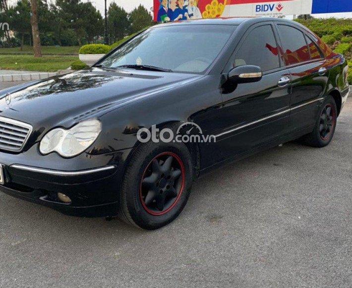 Cần bán Mercedes năm sản xuất 2002, màu đen còn mới, giá 148tr0