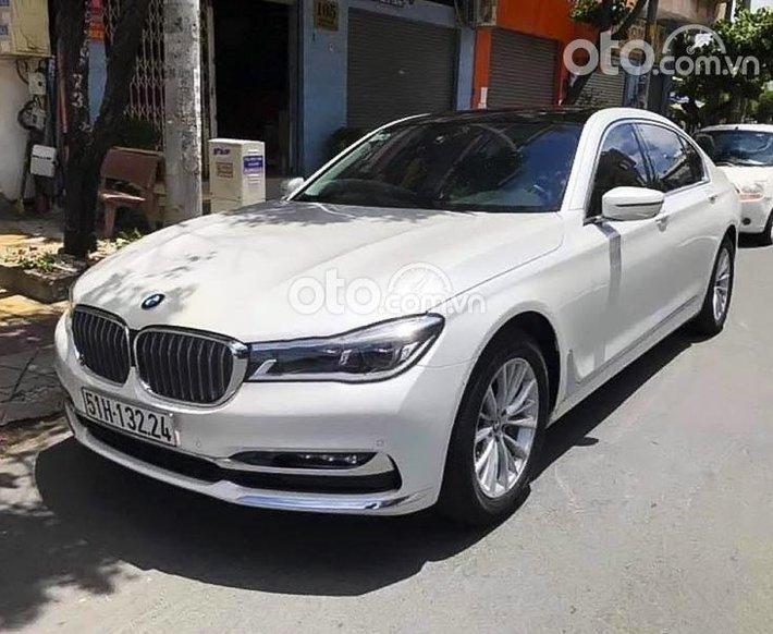 Cần bán gấp BMW 730Li năm sản xuất 2018, màu trắng, nhập khẩu còn mới0