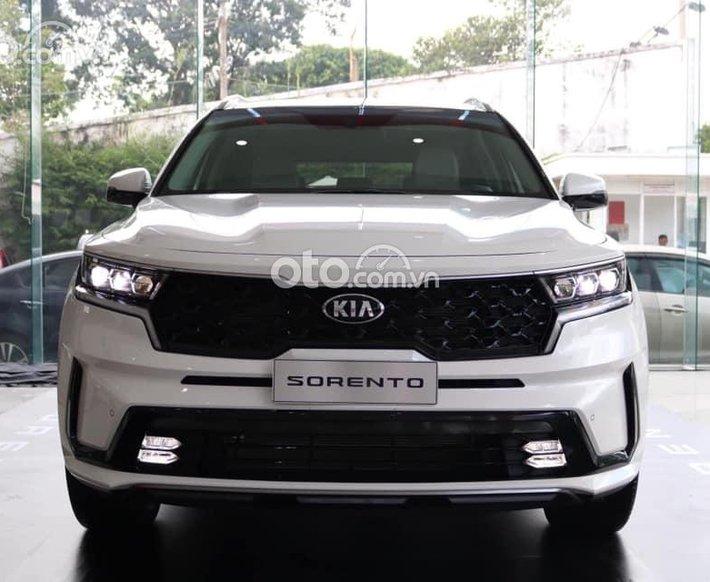 Cần bán Kia Sorento Signature sản xuất năm 2021, màu trắng0