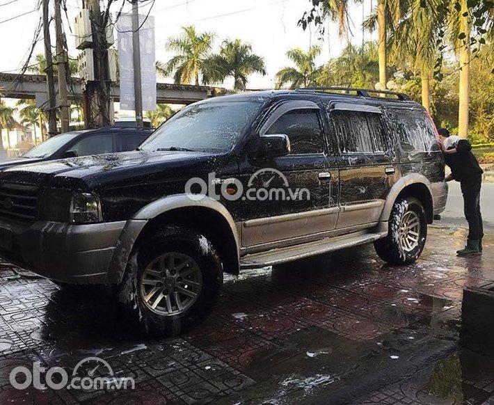 Cần bán gấp Ford Everest 2.5L 4x2 MT năm 2005, màu đen0