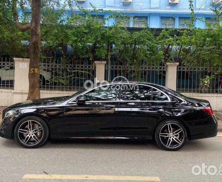 Cần bán Mercedes E300 AMG sx 2017, màu đen bóng lịch lãm0