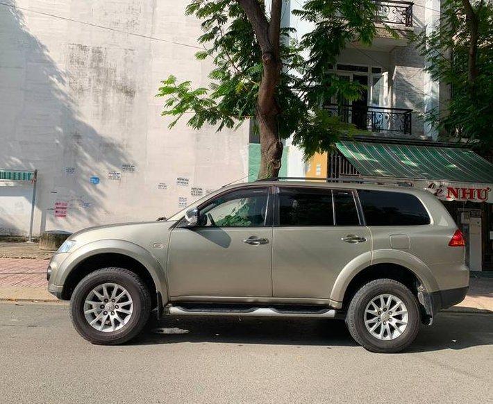 Bán xe Mitsubishi Pajero năm sản xuất 2011, giá tốt, màu vàng cát0
