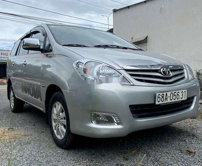 Cần bán xe Toyota Innova G đời 2011, màu bạc0