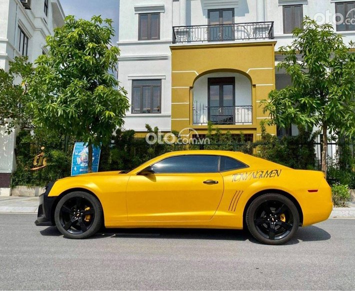 Cần bán lại xe Chevrolet Camaro sản xuất năm 2011, màu vàng, xe nhập0