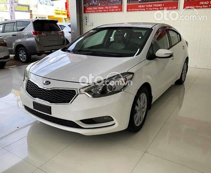Cần bán gấp Kia K3 1.6 MT sản xuất năm 2015, màu trắng0