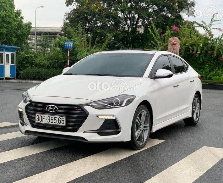 Bán xe Hyundai Elantra 1.6 Turbo sản xuất năm 2018, màu trắng chính chủ0