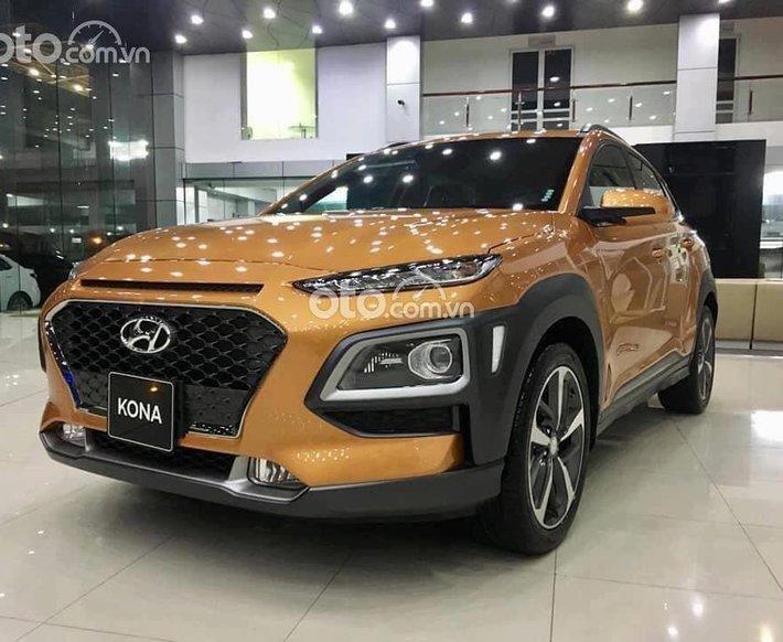 Cần bán Hyundai Kona năm 2021, màu vàng cam0