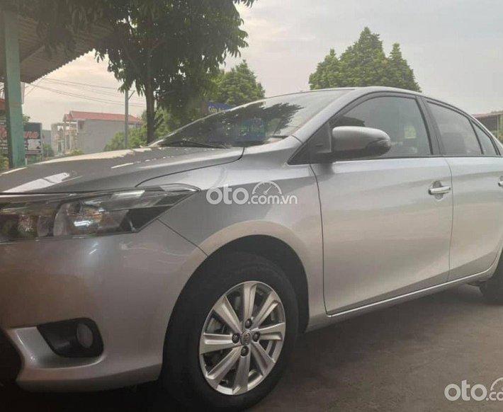 Cần bán gấp Toyota Vios năm sản xuất 2016, màu bạc còn mới0