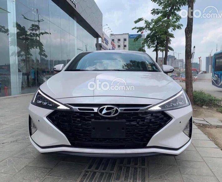 Bán xe Hyundai Elantra năm sản xuất 2021, màu trắng0