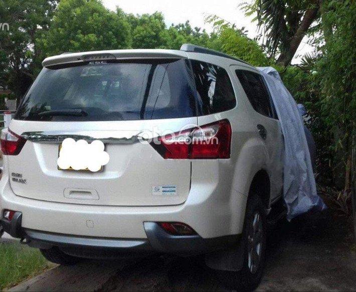 Cần bán Isuzu mu-X năm sản xuất 2018, màu trắng, xe nhập còn mới0