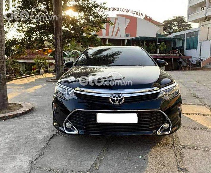 Cần bán Toyota Camry 2018, màu đen0