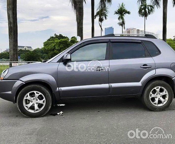Cần bán lại xe Hyundai Tucson 2.0 AT sản xuất năm 2009, màu xám, nhập khẩu nguyên chiếc còn mới0
