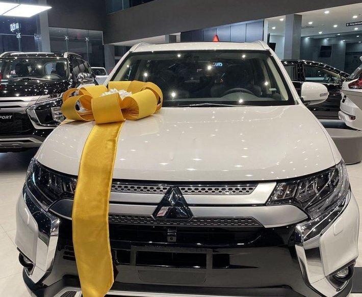 Bán ô tô Mitsubishi Outlander đời 2021, màu trắng0
