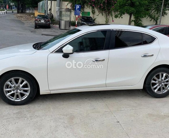 Cần bán Mazda 3 năm sản xuất 2017, màu trắng còn mới, giá tốt0