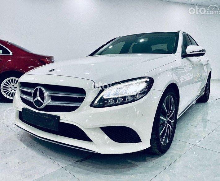 Cần bán xe Mercedes C200 đời 2018, màu trắng còn mới0
