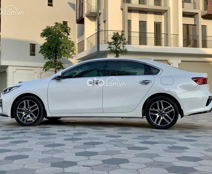 Bán xe Kia Cerato 2021, màu trắng còn mới0