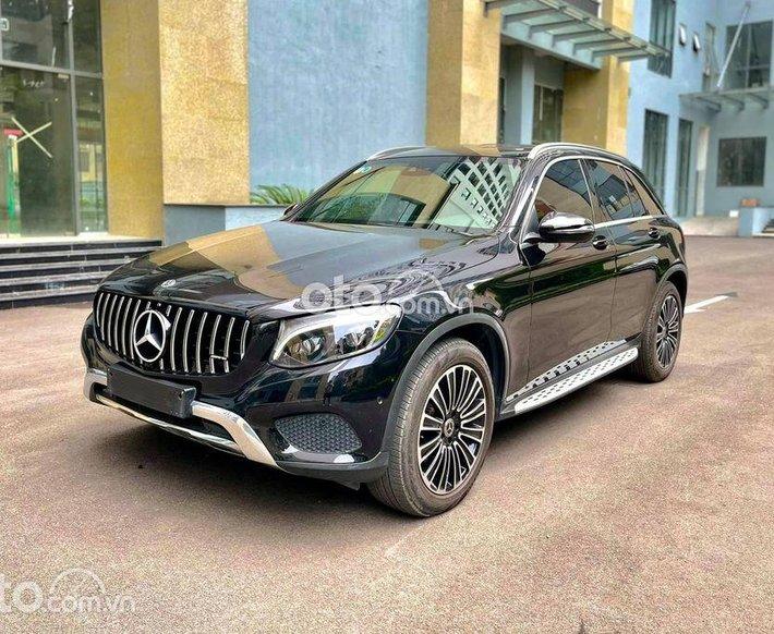 Cần bán Mercedes GLC250 sản xuất năm 2019, màu xanh lam0