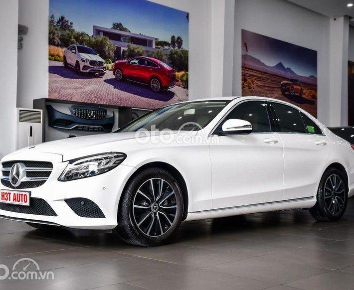 Bán ô tô Mercedes C200 Facelift  đời 2019, màu trắng, bank hỗ trợ 70% giá trị xe0