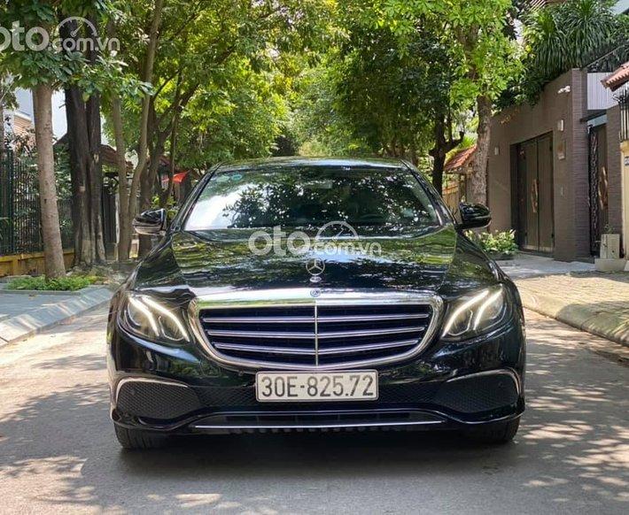 Cần bán lại xe Mercedes E200 sản xuất năm 20170