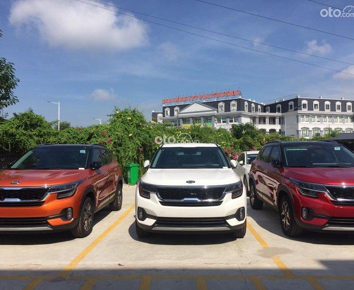 [Hà Nội] Bán xe Kia Seltos 1.4 Premium giao ngay, tặng full phụ kiện chính hãng, hỗ trợ trả góp 90%, trả trước 200tr0