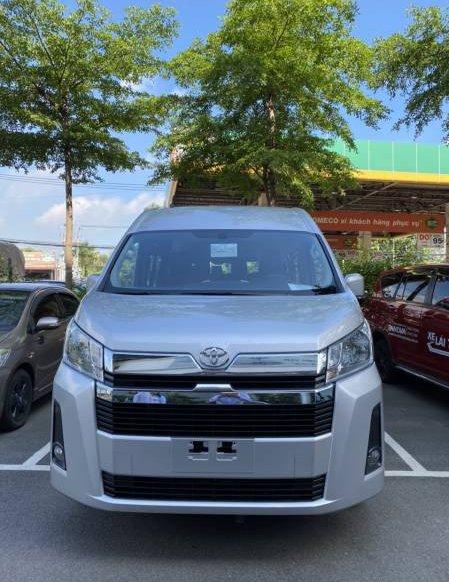 Bán xe Toyota Hiace đời 2021, màu bạc, xe nhập0