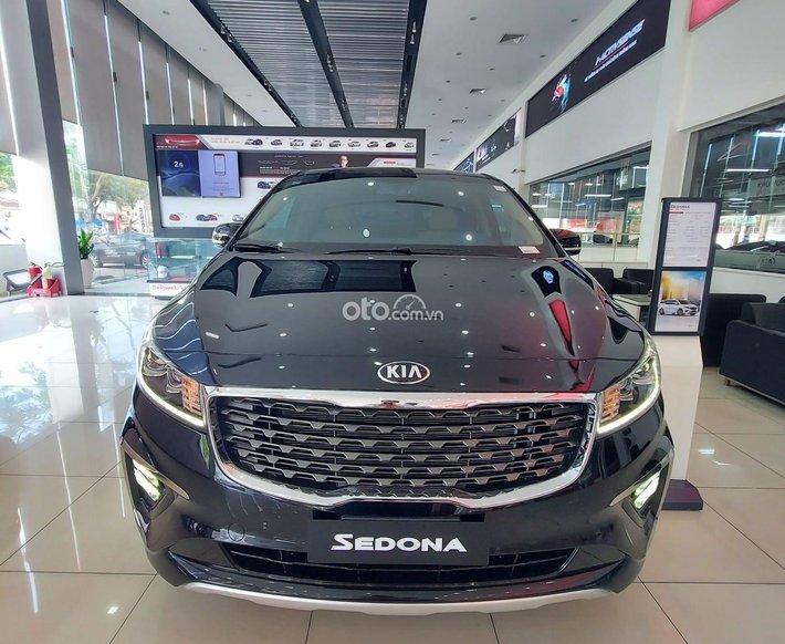 Bán ô tô Kia Sedona 3.3 GAT Premium: đời 2021, màu đen0