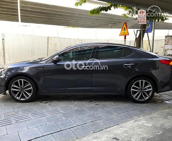 Cần bán xe Kia Optima 2.0 AT năm sản xuất 2016, màu xám, xe nhập, 555 triệu0