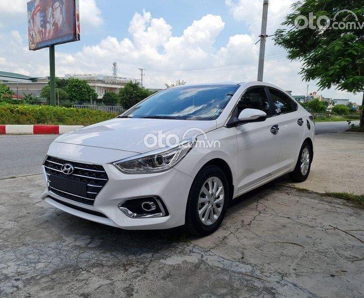 Cần bán Hyundai Elantra MT năm sản xuất 2017, màu đỏ, giá 525tr0