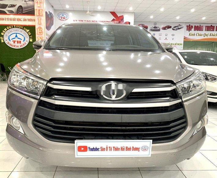 Cần bán lại xe Toyota Innova năm sản xuất 2018, màu xám như mới0