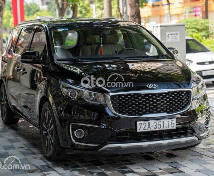 Bán Kia Sedona năm 2018, màu đen, giá 845tr0
