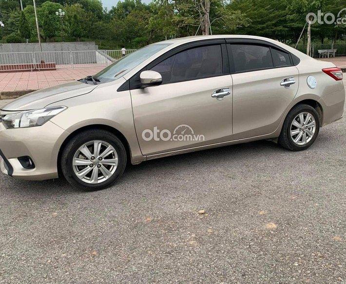 Bán ô tô Toyota Vios 1.5E năm sản xuất 2015, màu vàng0
