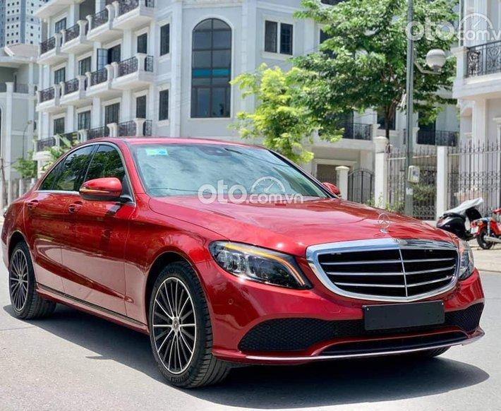 Bán Mercedes C200 Exclusive đời 2019, màu đỏ0