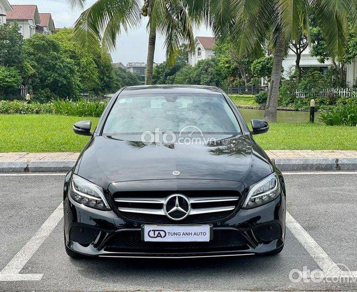 Bán ô tô Mercedes C200 đời 2019, màu đen0