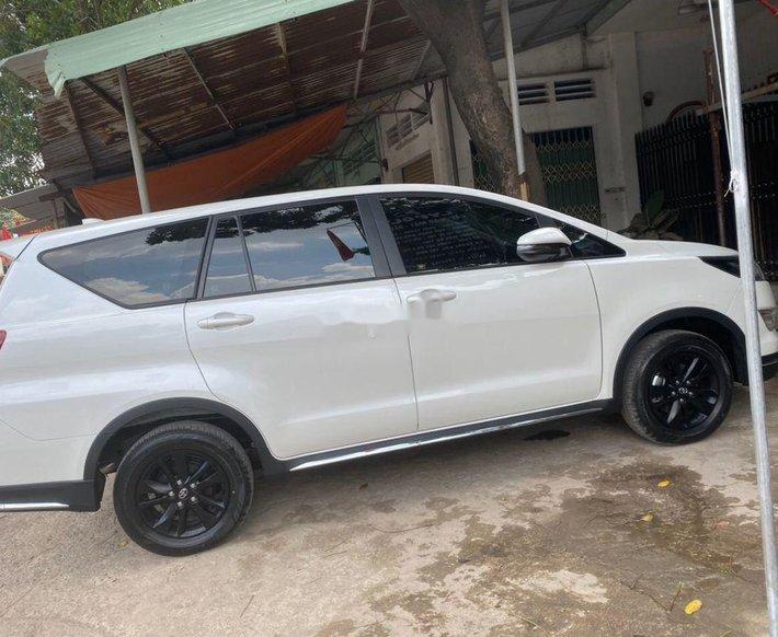 Cần bán lại xe Toyota Innova 2020, màu trắng, xe nhập số tự động0
