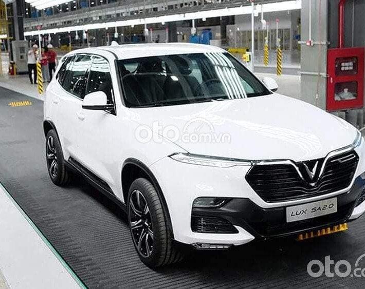 Cần bán xe VinFast LUX SA2.0 sản xuất 2021, màu trắng0