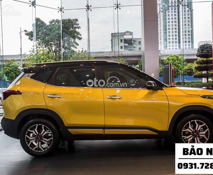 Kia Seltos 1.4 Luxury màu vàng, đen có sẵn giao liền0