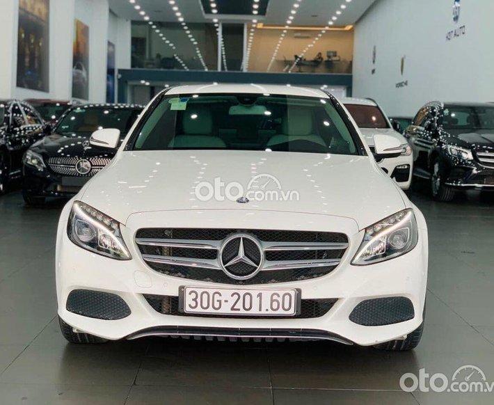 Cần bán lại xe Mercedes C200 đời 2016, màu trắng, giá chỉ 999 triệu0