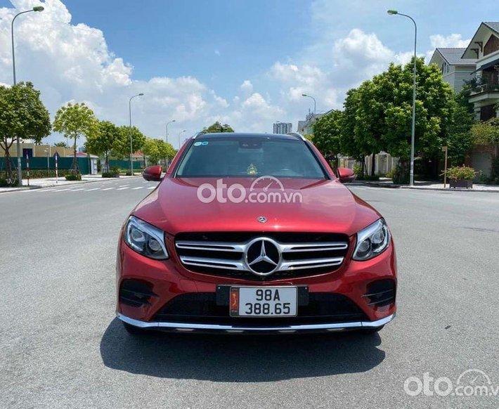 Cần bán Mercedes GLC300 sản xuất năm 2019, màu đỏ0