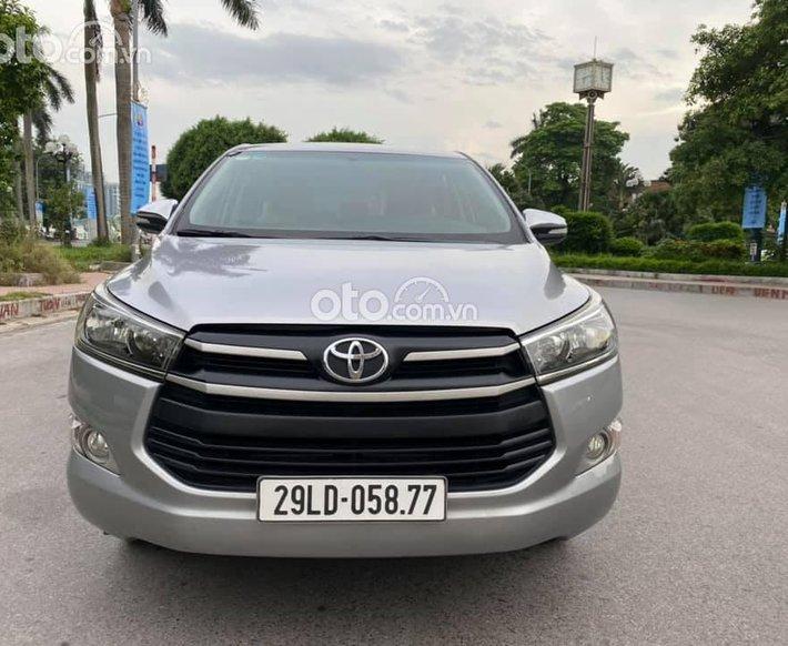 Cần bán lại xe Toyota Innova sản xuất năm 2016, màu bạc, giá tốt0