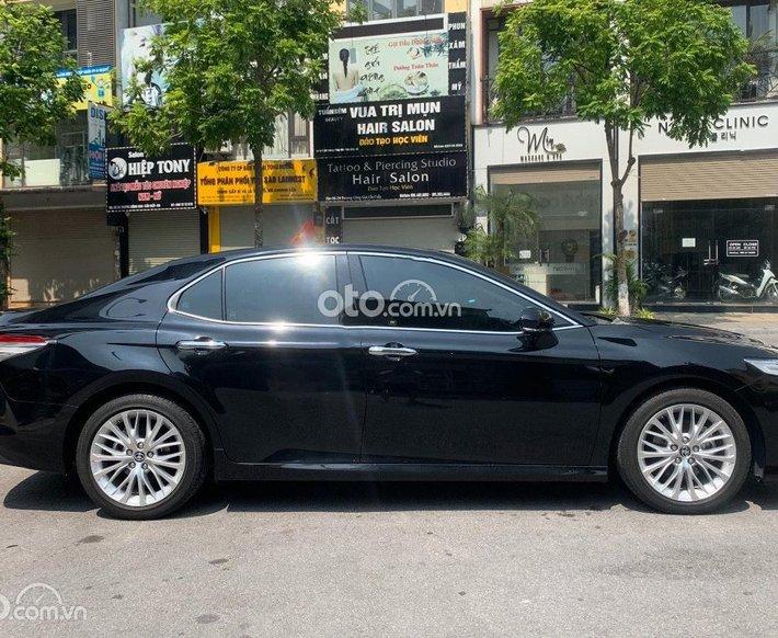 Bán xe Toyota Camry 2.5Q năm sản xuất 2020, màu đen, xe nhập  0
