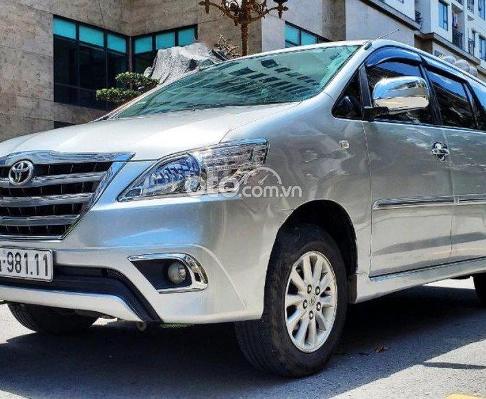 Cần bán lại xe Toyota Innova V sản xuất năm 2014, màu bạc chính chủ, giá 445tr0