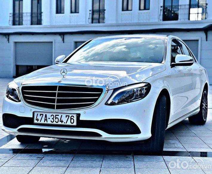 Cần bán Mercedes C200 Exclusive đời 2019, màu trắng0