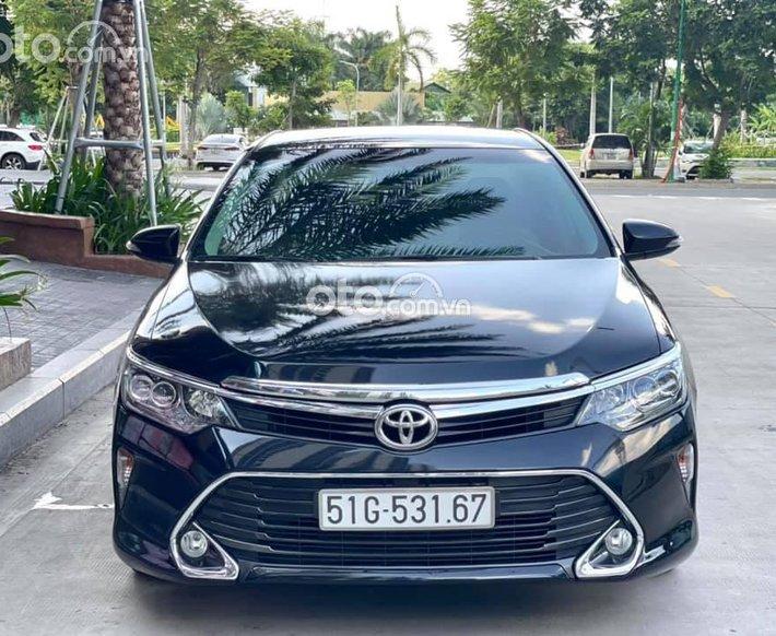 Bán ô tô Toyota Camry model 2018, màu đen, 799tr0