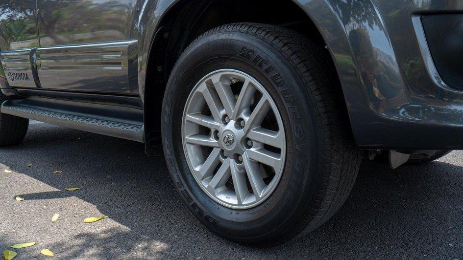 XE NGON GIÁ TỐT | TOYOTA FORTUNER 2013 xe đẹp, nhiều nâng cấp sang trọng, ODO chưa tới 8 vạn km. 3