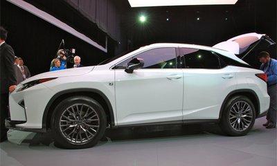 Lexus RX 2016 có nhiều nếp gấp và đường chéo góc cạnh 1
