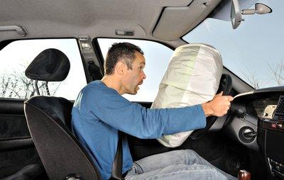 Túi khí và dây an toàn có thực sự liên quan đến nhau?.