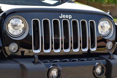 Jeep Wrangler 2017 được trang bị công nghệ LED cho cả đèn pha và sương mù.